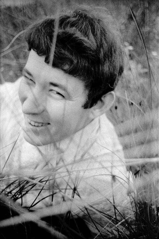 seamus-heaney-july-1965-a_main_image